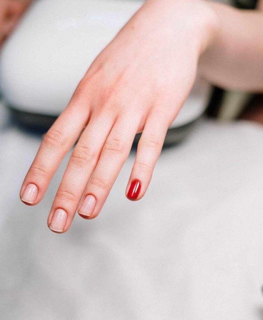 Remove a gel manicure